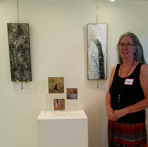 Soosen Dunholter with her work